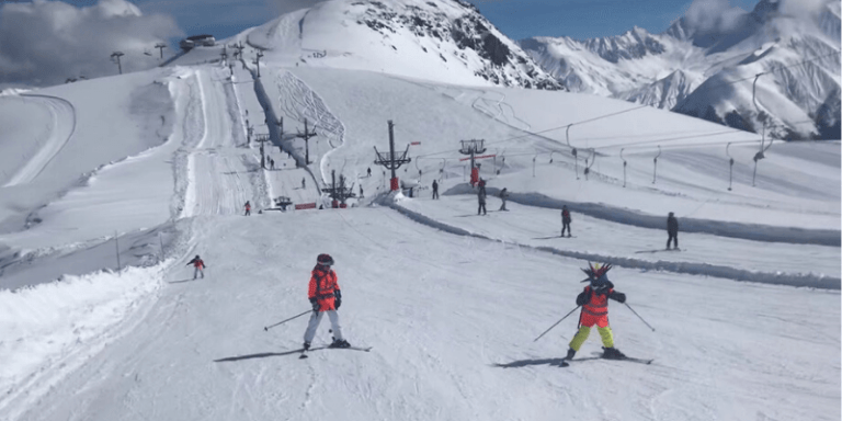 Cómo esquiar hacia atrás