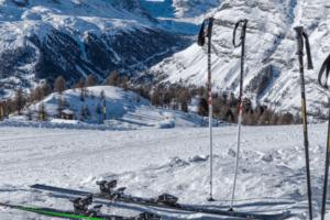 Cómo medir los bastones de esquí